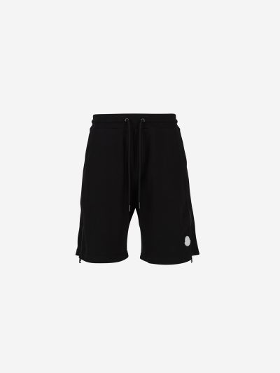Sporty shorts with side zips