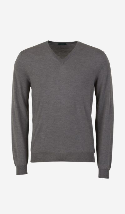 "Jumper with ""V"" neck"